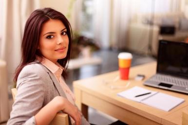 20160603173131-businesswoman-working-desk-workplace